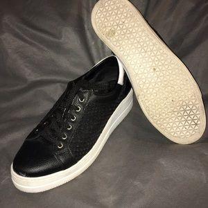Mesh Steven tennis shoes by Steve madden